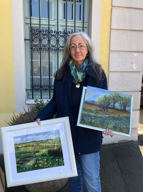 Christina Reinhold stellt dem Krankenhaus Gemälde zur Verfügung.