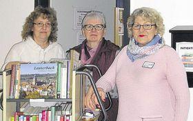 Das Donnerstags-Team mit den Mitarbeiterinnen, die bereits zehn Jahre in der Bücherei tätig sind: Romy Duske, Annegret Rehberger und Christa Grösch (von links). Foto: Rehberger