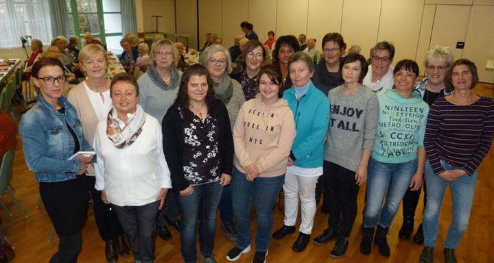 Das Team um Pflegedienstleitung Serpil Memic (vorne links) hatte ehrenamtlich die Feier für die Klienten der Sozialstation Eichhof ausgerichtet.