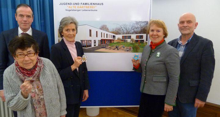 Harry Bernardis, Dr. Britta von Molo, Baronin Ulrike Riedesel, Dr. Christof Erdmann und Ilse Märker (von rechts)