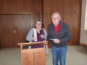 Carmen Richtberg dankte Reinhold Horn für die Gedichte und Anekdoten heimischer Dichter in Schlitzer Mundart.