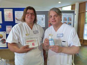Das Patientenhygieneset und Handdesinfektionsmittel sind unerlässliche Hilfsmittel bei der Reduzierung von Keimen, informierten Dagmar Nigge und Ingo Schreier die Teilnehmer der Aktion.