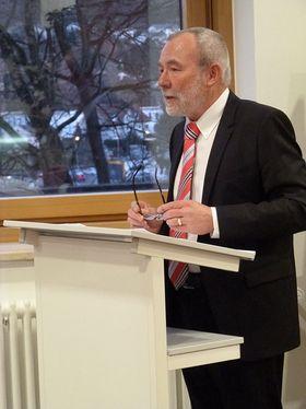 Der stv. Vorstandsvorsitzende Manfred Dickert lobte in seiner Ansprache unter anderem den unermüdlichen Einsatz der Mitarbeiterinnen und Mitarbeiter zum Wohle der Patienten und Klienten der Eichhof-Stiftung.