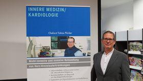 Mit einer Diskussionsrunde endete der Vortrag des Chefarztes Innere Medizin/ Kardiologie Tobias Plücker am Krankenhaus Eichhof.