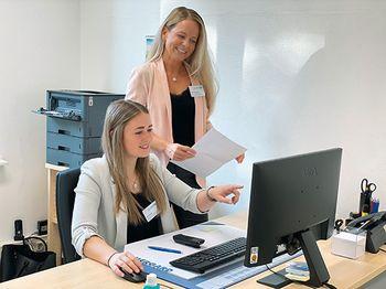 Sekretariat Gefäßchirurgische: Lena Hedrich (sitzend) und Nicole Seibert-Haas