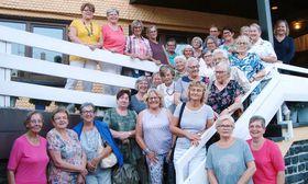 Die Eichhof Damen und der Ökumenische Besuchsdienst im gemeinsamen Gruppenbild mit Pflegedirektorin Kathrin Kleine (oben rechts).