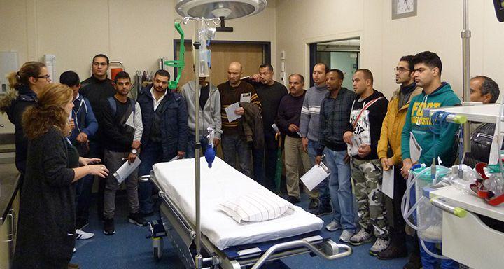 Im Schockraum der Notaufnahme wurden die diagnostischen Möglichkeiten und die Erstversorgung bei schweren Unfällen bzw. Erkrankungen erläutert.
