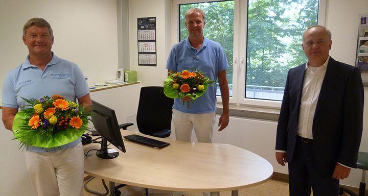 Vorstand Mathias Rauwolf (rechts) sieht in der Übernahme der Belegarztpraxis von Dr. Jürgen Ludwig (links) und Dr. Matthias Pleser (Mitte) ins MVZ Eichhof den richtigen Schritt für die zukünftige Ausrichtung des Krankenhauses Eichhof.