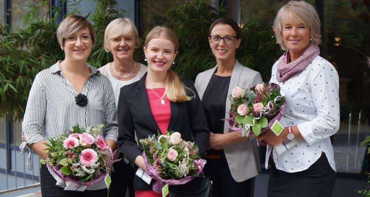 Über den erfolgreichen Abschluss der Ausbildung zur Altenpflegehelferin freuen sind (von links) Julia Kutzner, Jutta Schmidt, Albena Naggar, Serpil Memic und Solveig Gallerani.