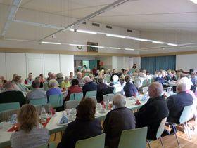 oll besetzt war das Dorfgemeinschaftshaus in Maar. 111 Klienten waren zur Adventsfeier des ambulanten Pflegedienstes gekommen.