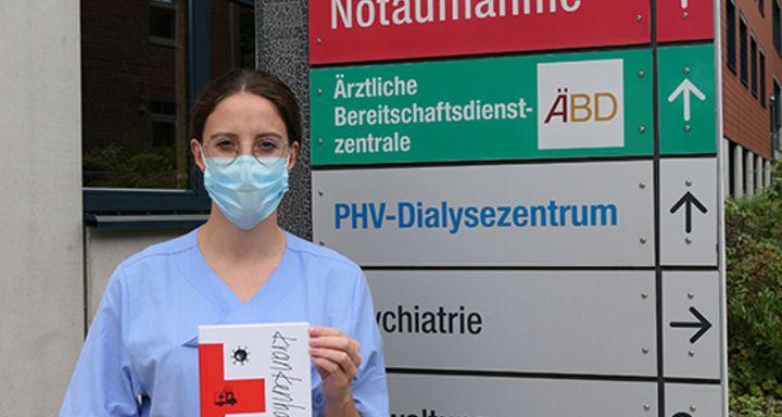 """Sie lässt die Leser*innen an ihrem Gefühlsleben teilhaben: die Autorin von """"krankenhausreif"""" und Ärztin am Krankenhaus Eichhof Johanna Eifert spendet einen Euro pro verkauftem Exemplar für das Palliativteam Waldhessen in Lauterbach."""