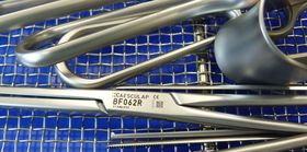 Kontrollnummer und QR-Code lassen die lückenlose Kontrolle jedes einzelnen OP-Instruments zu.