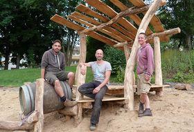 Sie stehen stellvertretend für das siebenköpfige Team von Naturspur (von rechts): Tanja Schröder, Holger Stöckert und Hannes Wütscher.