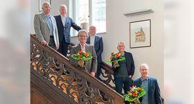Die Chefärzte Dr. Friedrich Jungblut, Dr. Rüdiger Hilfenhaus und Dr. Johannes Roth, Vorstand Mathias Rauwolf sowie Dr. Wolfgang Kniepert und Heinrich Mai. Es fehlt Dr. Tomislav Kalem. (von unten)