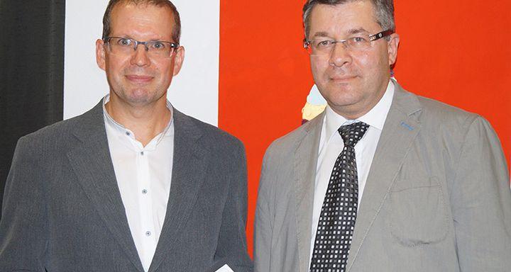 Die Zuhörer honorierten die Verständlichkeit der Ausführungen und die Expertise der beiden Chefärzte Innere Medizin/Kardiologie Tobias Plücker und Serguei Korboukov (v. l.).