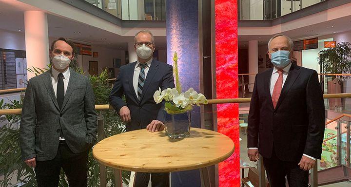 Dr. Michael Eichler, Dr. Bernd Hölper und Vorstand der Eichhof-Stiftung Lauterbach Mathias Rauwolf (von links)