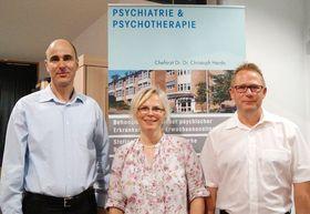 Chefarzt Dr. Dr. Christoph Herda, Psychologin Gabriele Obermeier und Oberarzt Markus Frommelt (von links) informierten umfassend über die Alkoholkrankheit.