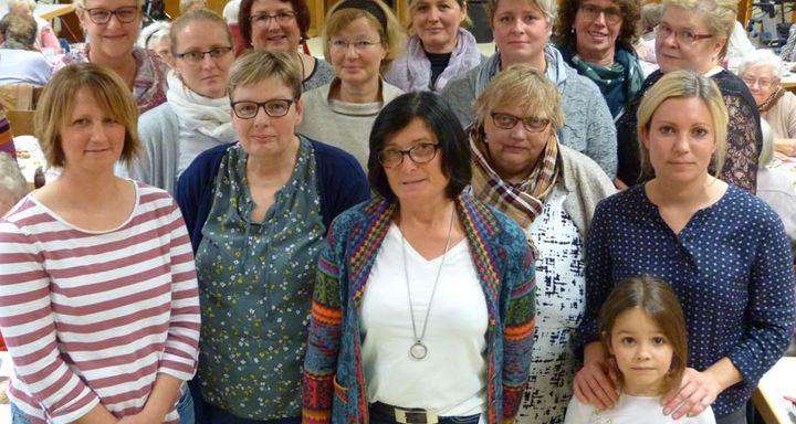 Die Mitarbeiterinnen der Sozialstation Schlitz um Bereichsleiterin Carmen Richtberg (vorn, 2. von links) richten seit Jahren schon eine voradventliche Feier aus.