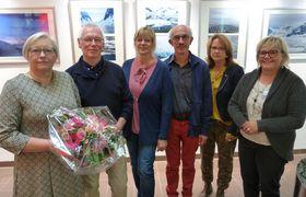 Gelungene Vernissage einer außergewöhnlichen Ausstellung: Gudrun Scheepers-Veltin und Dr. Johannes Veltin (von links) mit den Mitgliedern von KiK Heike Martin, Herbert Krauß, Marika Heiß und Anna Liehr.