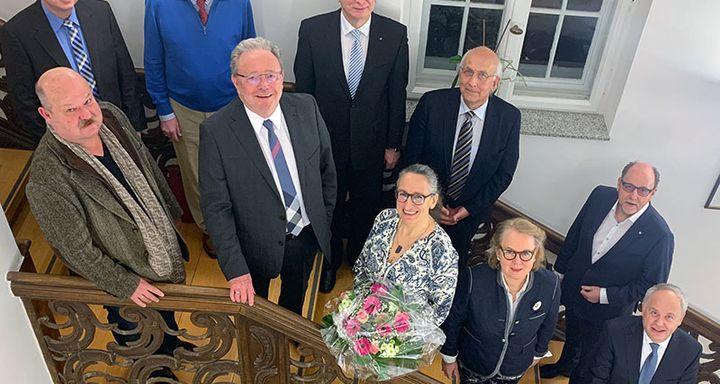 (vorn, von rechts): Mathias Rauwolf, Dr. Britta von Molo, Kathrin Knöß, Dr. Gerhard Schlitt, Dr. Stefan Zinn; (hinten von links): Berthold Remiger, Rainer-Hans Vollmöller, Heinrich Mai, Dr. Wolfgang Kniepert und Werner Müller.