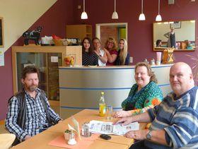 """Das Bistro """"Café Kunterbunt"""" ist beliebte Anlaufstation nicht nur für die Kunden der Einrichtung, sondern auch für die Nachbarschaft aus dem Industriegebiet."""