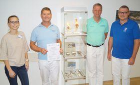 Jessica Wehner, EPZ-Leiter Chefarzt Dr. Jürgen Ludwig, Dr. Matthias Pleser und Erik Erlekampf (von rechts)