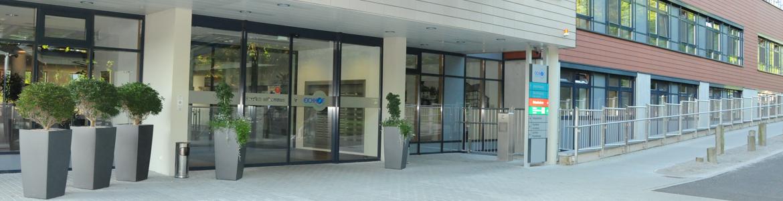 Eichhof Krankenhaus - Eingangsbereich außen